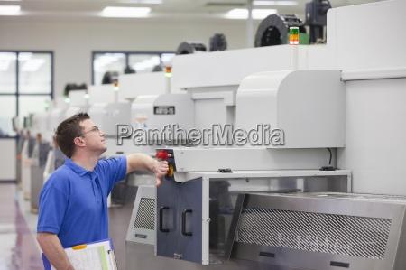 technician druecken not aus taste auf