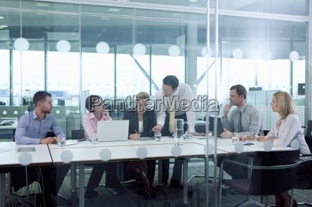 geschäftsleute, treffen, im, konferenzraum - 12920922