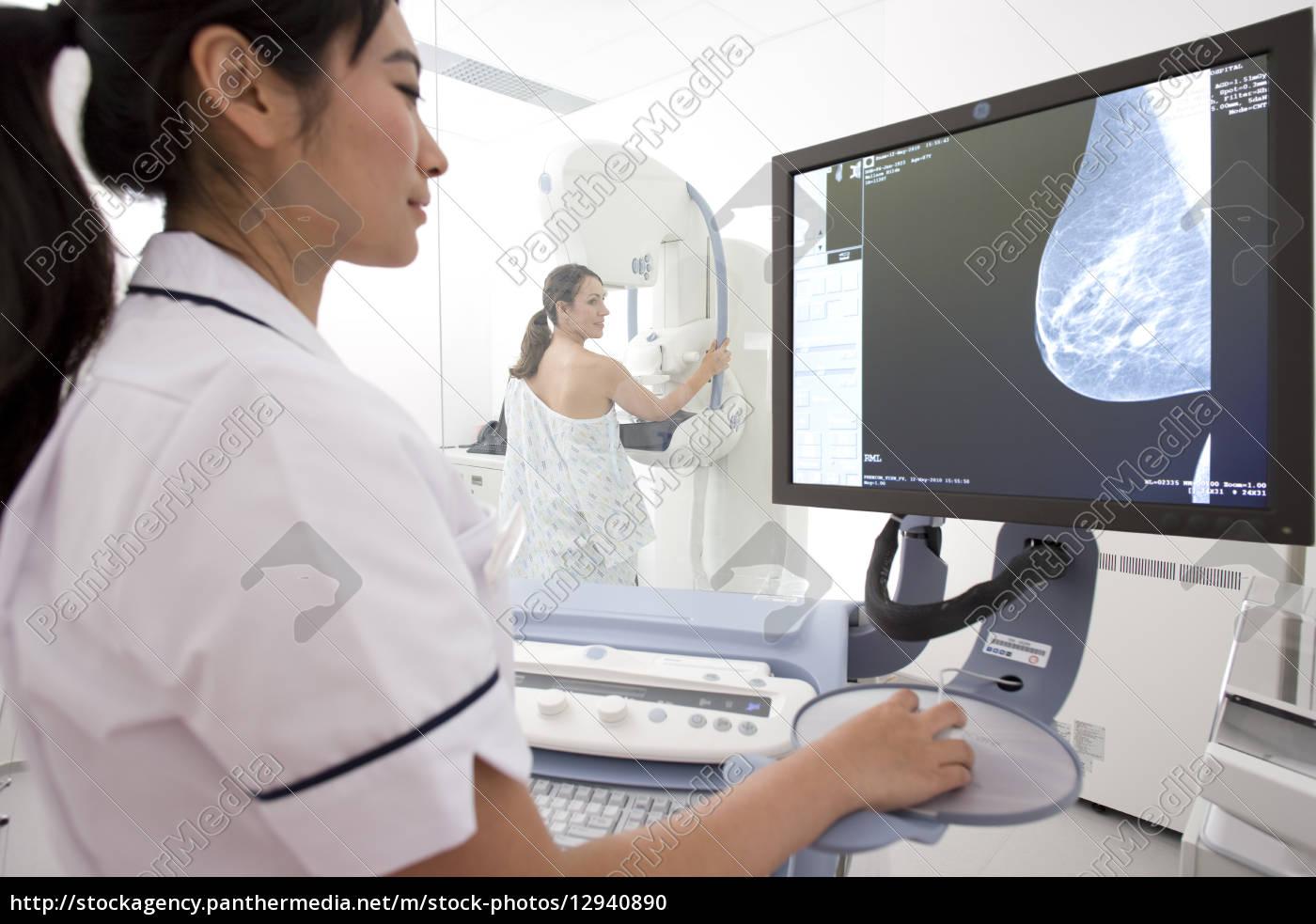 radiologe bewerten den ergebnissen der patienten & # - Stockfoto ...