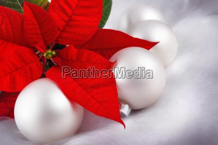 weihnachten in rot und silber