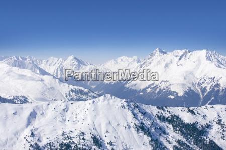 snowy gebirge und blauer himmel