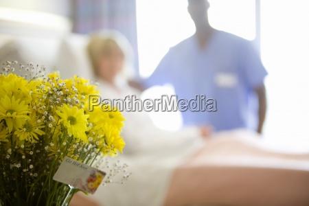 medico mujer personas gente hombre medicinal