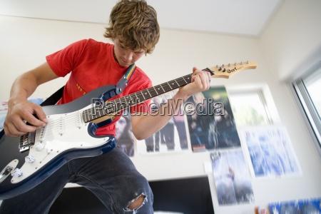 teenager 16 18 die elektrische gitarre