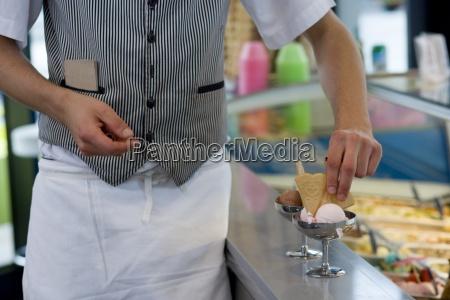 kellner vorbereitung eis dessert mitte abschnitt