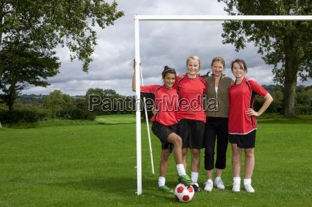 ritratto di ragazze adolescenti e allenatore