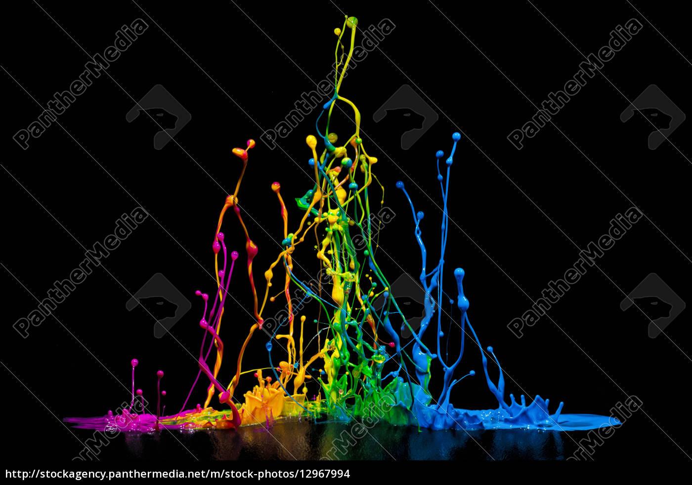 bunte farben splash auf einem lautsprecher stock photo