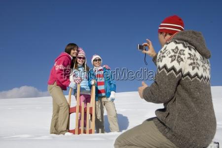 vater der bild familie im schnee