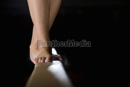 ginnasta femminile eseguire sul fascio di
