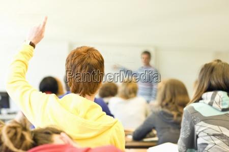 rückansicht, klassenzimmer, voller, studenten, und, einem - 12973206