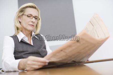 diario tageblatt oficina horizontalmente gafas vista