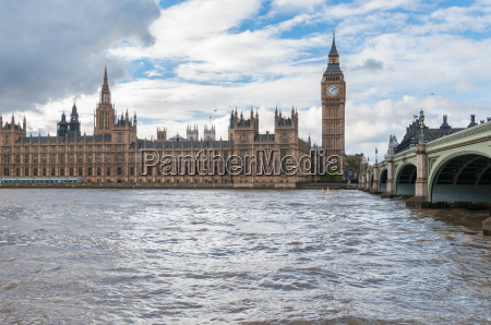 big ben und westminster bridge in