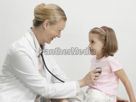 arzt mediziner medikus frau farbe horizontal