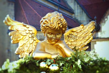 goldengel auf dem weihnachtsmarkt stuttgart