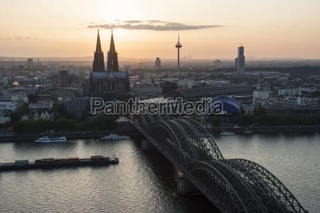 bahnhof station turm fahrt reisen bauten