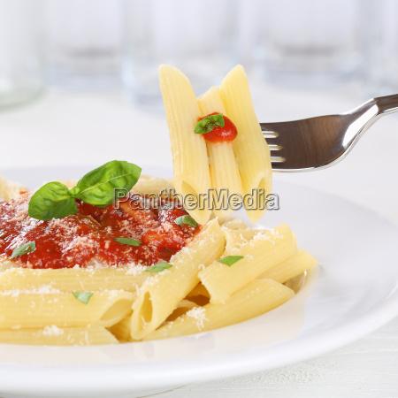 pasta rigate napoli eat with tomato