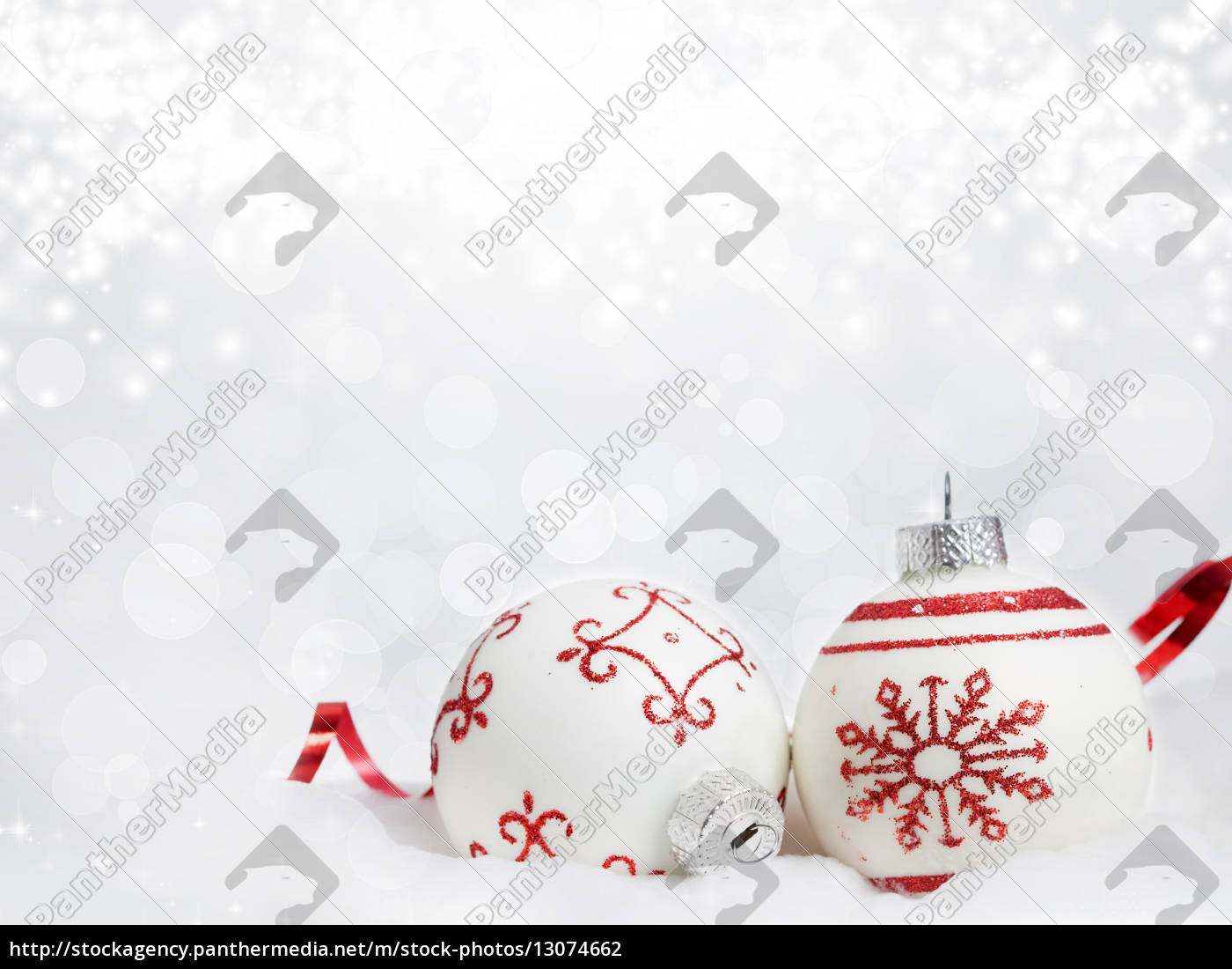 weihnachtshintergrund, mit, roten, verzierungen - 13074662
