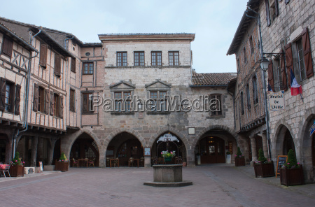 main square of castelnau de montmiral