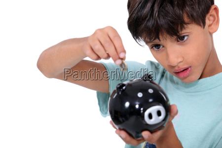 junge und geldbox