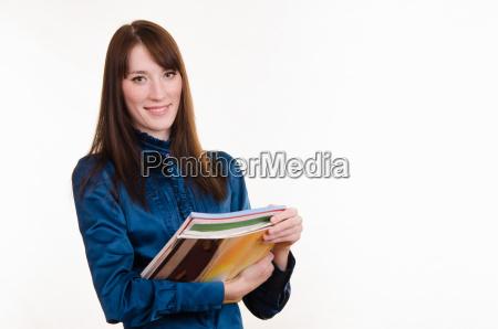 portraet von maedchen in buerokleidung und