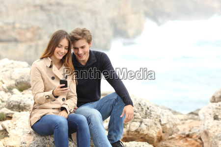 couple sharing a smart phone on