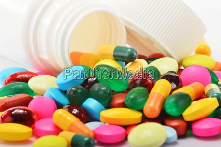 zusammensetzung mit einer vielzahl von medikamentenpillen