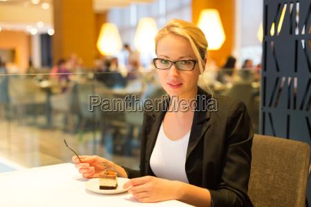 donna ristorante cibo singolo stile di