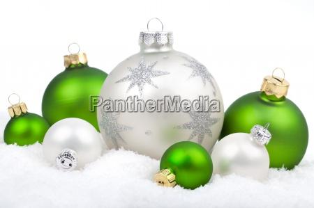 weihnachtsschmuck mit schnee weiss und