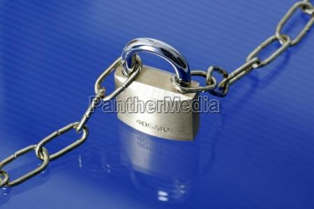 schloss vorhaengeschloss kette sicherheit sicherung sicher