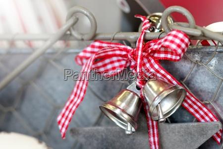 glocke glocken gloeckchen weihnachtsgloeckchen weihnachtsglocken adventsgesteck