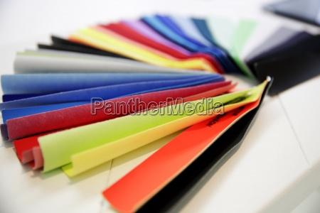 bunter farbfaecher fuer textilien