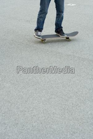 skater skating skateboard skateboarder teenager bewegung