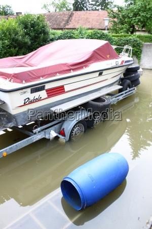 lustig hochwasser boot tonne wasser tag