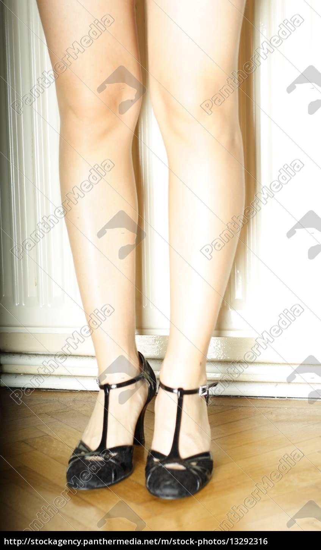 frau m dchen person weiblich beine stehen lange lang. Black Bedroom Furniture Sets. Home Design Ideas