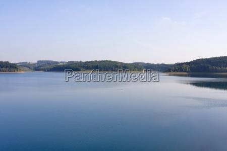 naturschutzgebiet sommer staubecken trinkwasser ufer blau