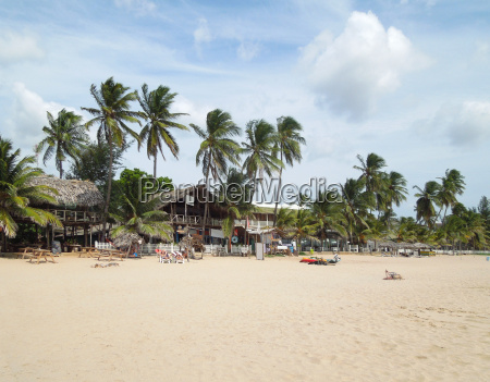 beach scenery in sri lanka