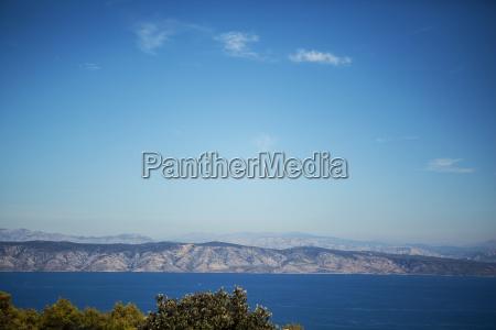 meer sommerpanorama blauen berge