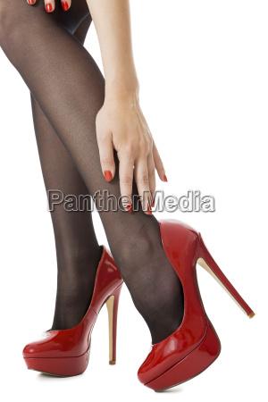 attraktive weibliche beine mit schwarzen nylons