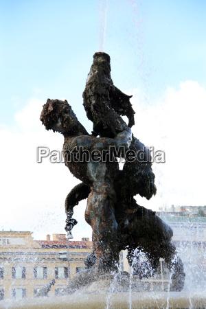 bauten rom roma fontaene hotel brunnen