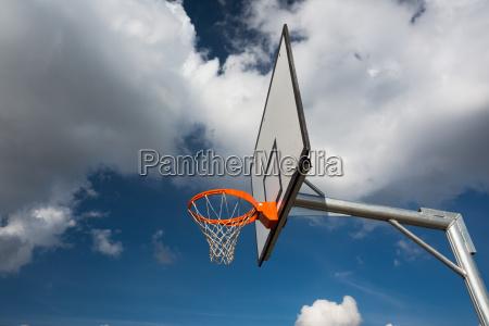 blau sport netz basketball korbball bewoelkung