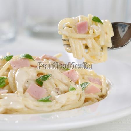 spaghetti carbonara pasta pasta dish eat