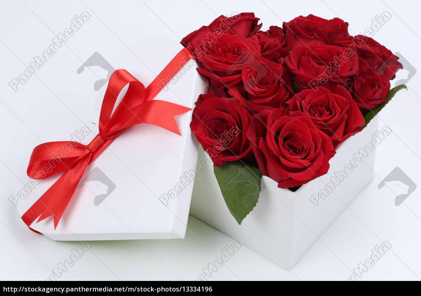 Geschenk Als Herz Mit Rosen Zum Geburtstag Muttertag Lizenzfreies