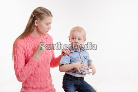 verhalten des ungluecklichen kindes der mutter