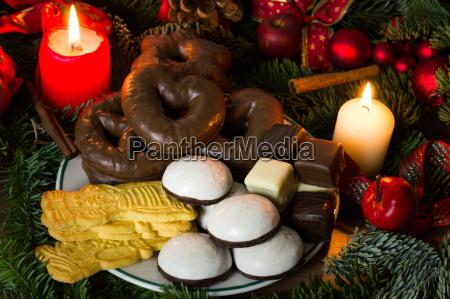 gebaeck und suessigkeiten zur weihnachtszeit