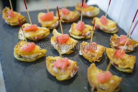 catering buffet und fingerfood jakobsmuscheln