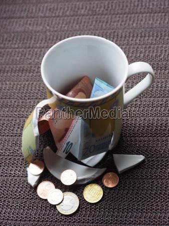 zerbrochener kaffeebecher