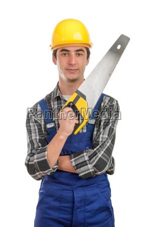 junge arbeiter mit einer handsaege