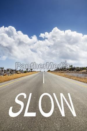 strasse mit text slow