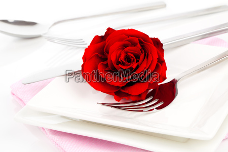 valentines tabelle mit rote rose