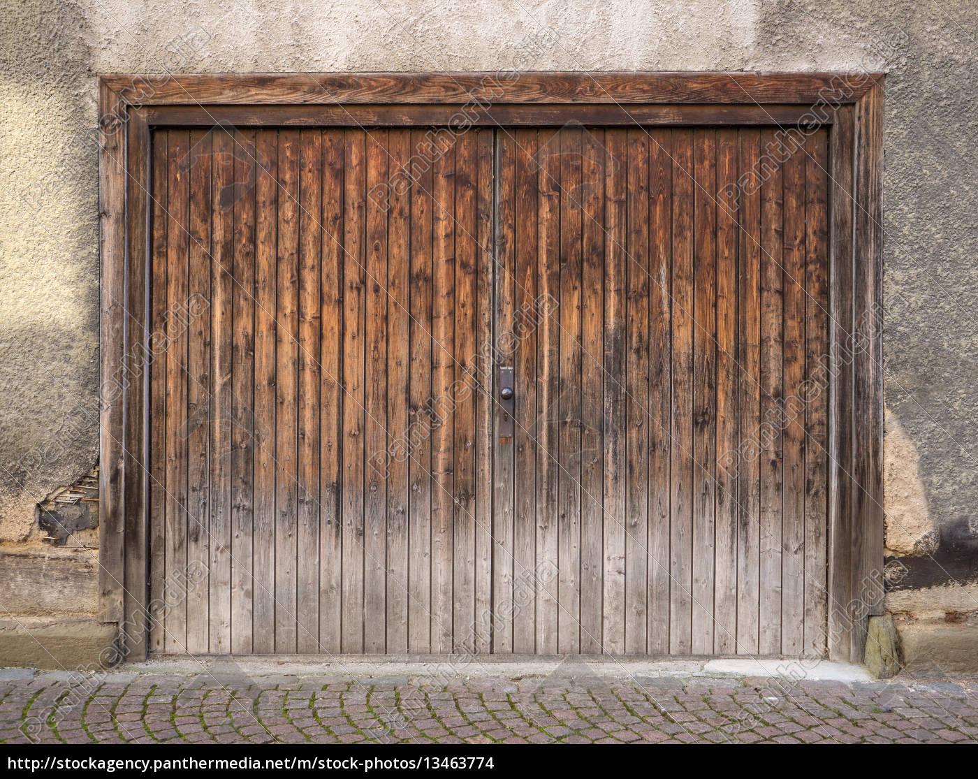 verwittertes braunes garagentor aus holz stock photo 13463774 bildagentur panthermedia. Black Bedroom Furniture Sets. Home Design Ideas