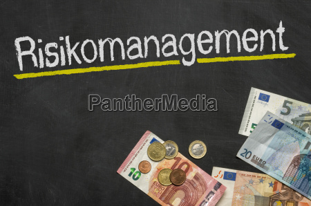 tafel mit geld risikomanagement